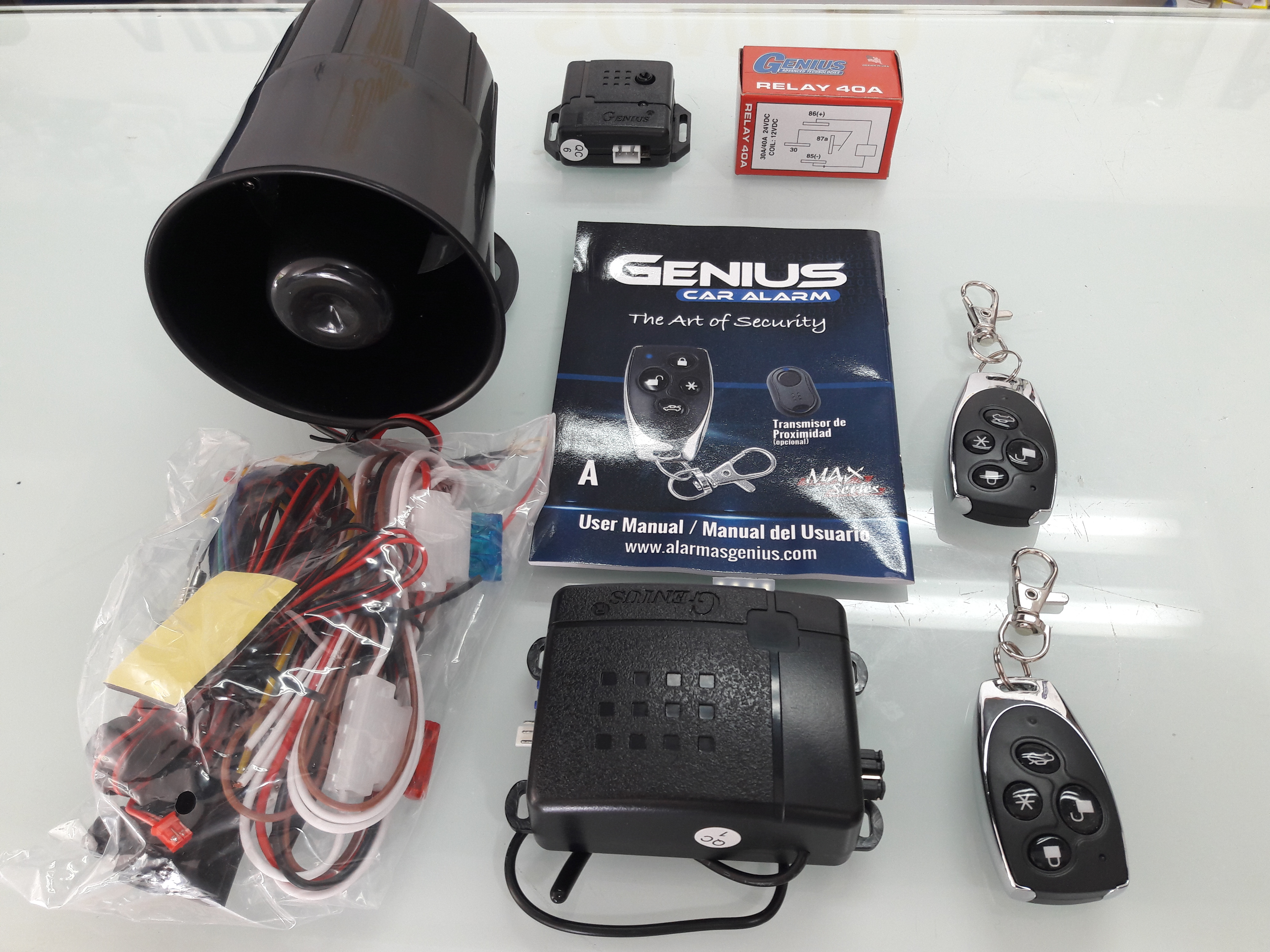Alarma Para Carro Marca Genius Con 2 Controles